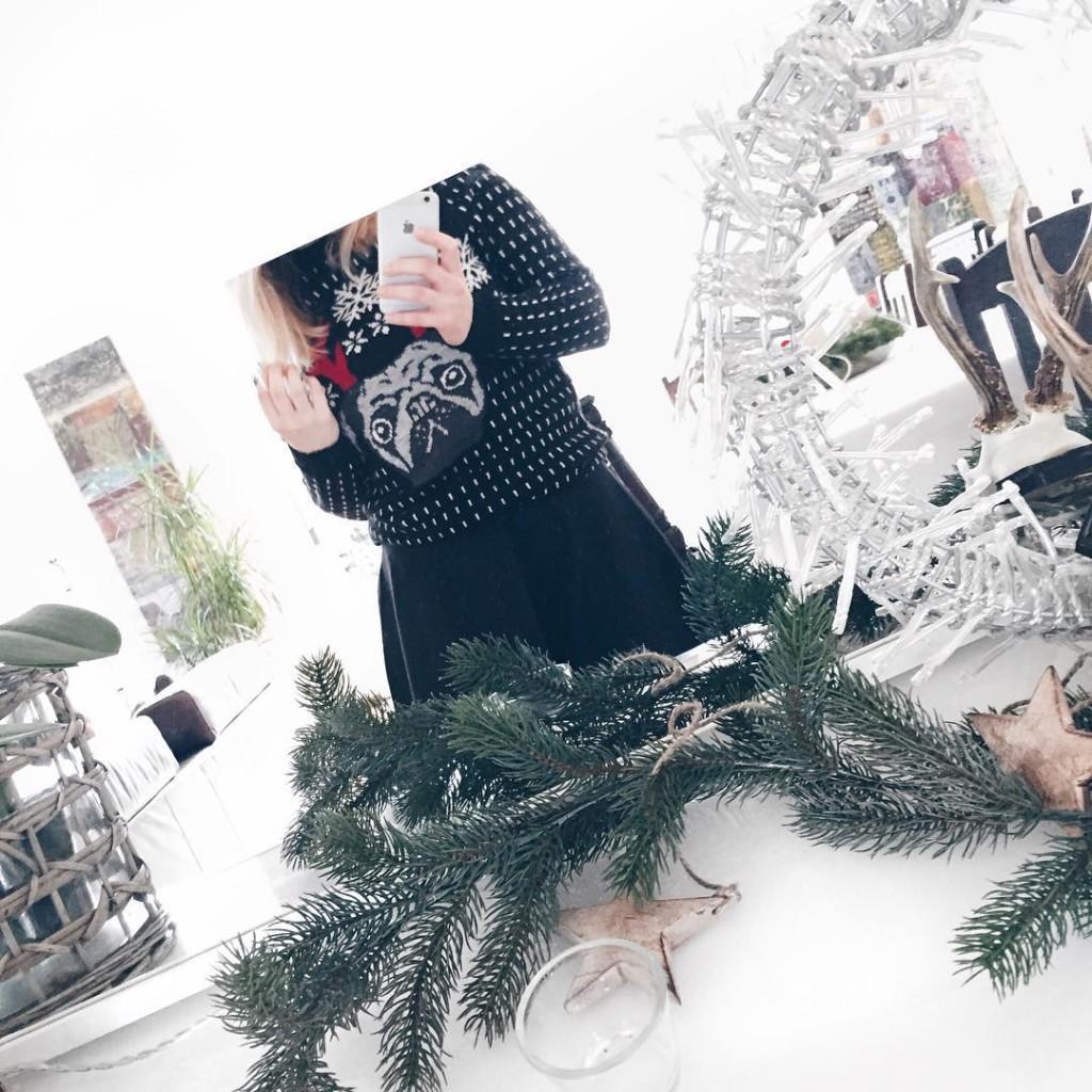 dieses wochenende ist nochmal family time angesagt ❤️ ich lieb's ❣ und ich bin so in weihnachtsstimmung und froh, dass ich meinen weihnachtspulli noch einmal tragen kann bevor's am montag abgeht ✈️ #christmas #christmasmood #christmastime #christmassweater #sophiehearts
