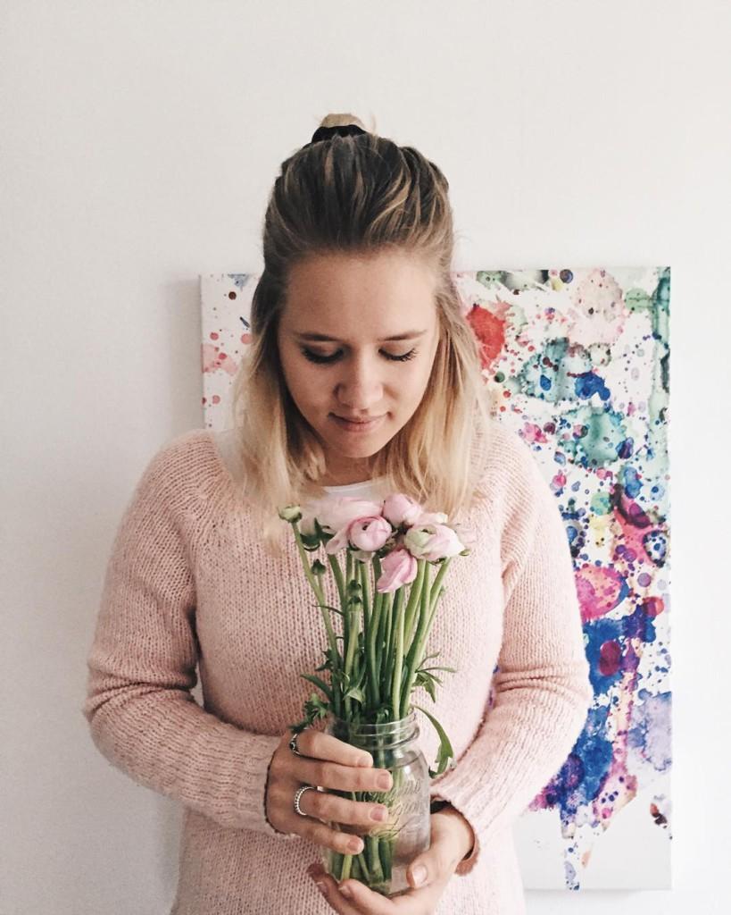 vielen dank für die blumen @bipa #ichhabwasvor 2016 - und zwar einiges und der erste weg diesbezüglich führt mich heute zur wko it's gonna be a busy year #metoday #happy #girl #ambitious #ambition #girlboss #pink #flowers #vsco #vscogood #vscoaward #vscocam #lblogger #yourdailytreat #lovedailydose #livethelittlethings #liveauthentic #diewocheaufinstagram #viennablogger #igersvienna #fashion #fashionista #fashionblog #fashionblogger #austrianblogger #sophiehearts