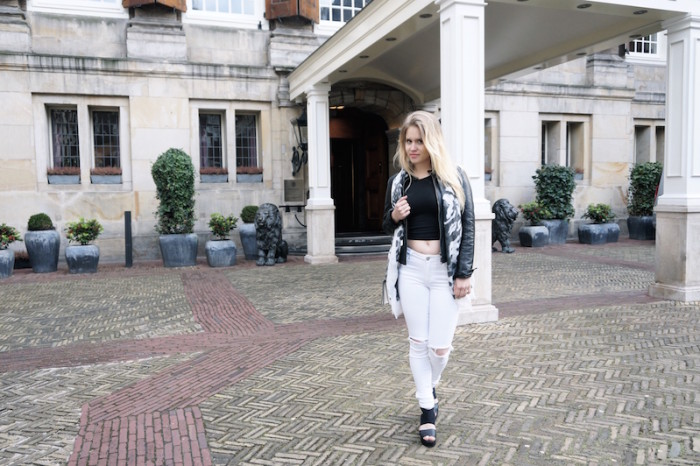 Fashion_Outfit_White_Black_RippedJeans_Aboutyoude_Trend_Sophiehearts2