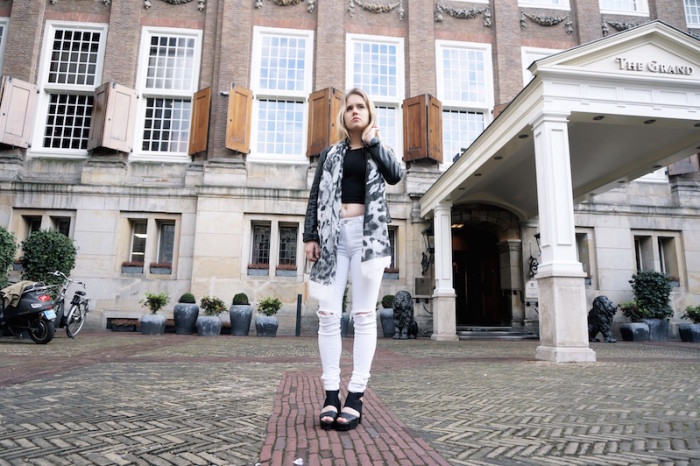 Fashion_Outfit_White_Black_RippedJeans_Aboutyoude_Trend_Sophiehearts6