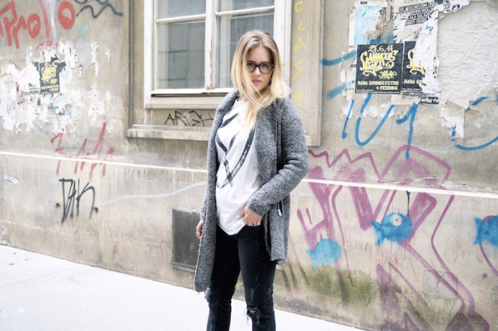 Fashion_Outfit_trend_Brille_Zanerobe_RippedJeans_Jeans_Sophiehearts3