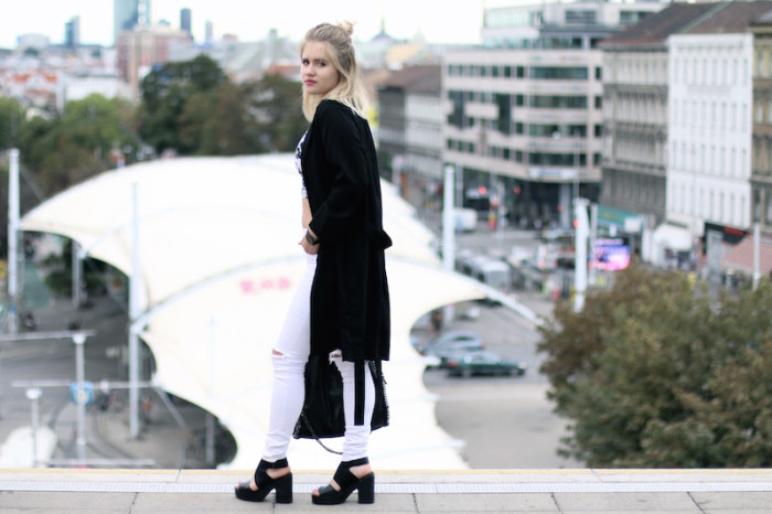 Outfit_CropTop_BlackandWhite_Sophiehearts (4 von 10)