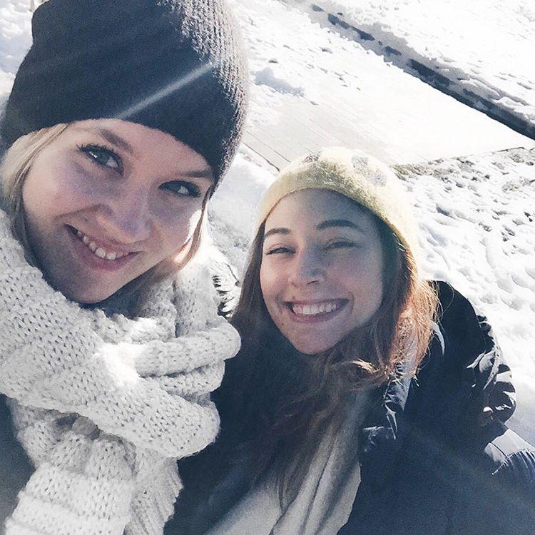 schneeschuh gewandert like a pro mit @leonie_rachel und der blogger sippe @missgetaway @viktoria.egger @christinabiluca @the18thdistrict @emil.maria und #waldithedog schön haben wir's hier am #wörthersee alles so schön weihnachtlich @meinwoerthersee #worthersee #adventamsee #snow #christmas #christmasmood #christmastime #sophiehearts