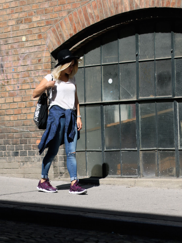 Fashion_Outfit_City_Hut_BlueJeans_AdidasTurbular_Sophiehearts1