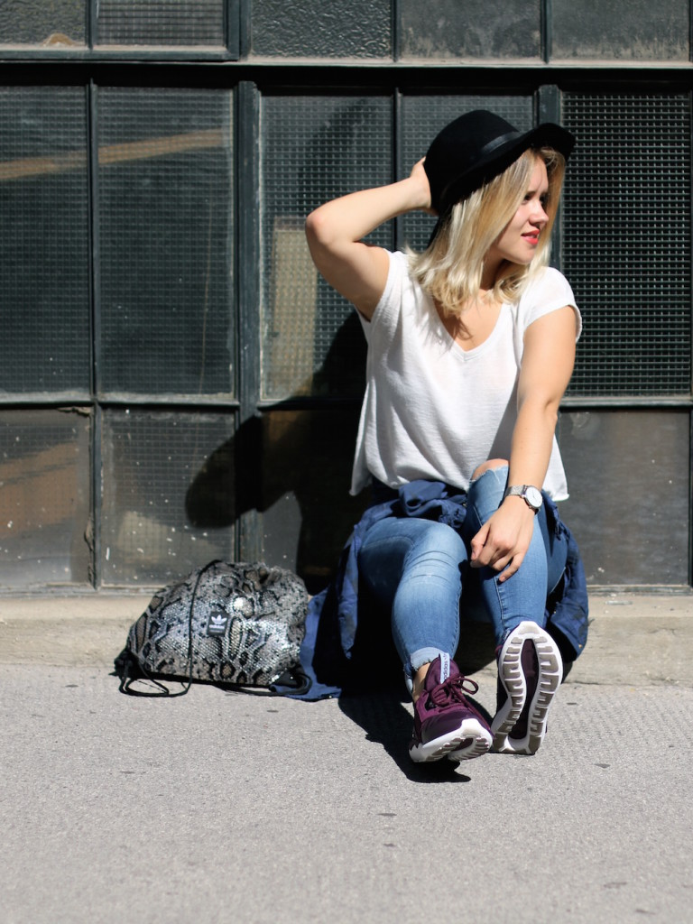Fashion_Outfit_City_Hut_BlueJeans_AdidasTurbular_Sophiehearts2