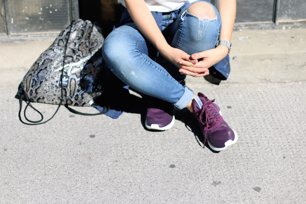 Fashion_Outfit_City_Hut_BlueJeans_AdidasTurbular_Sophiehearts3