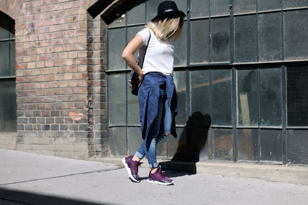 Fashion_Outfit_City_Hut_BlueJeans_AdidasTurbular_Sophiehearts6