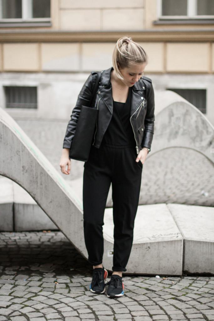 der-perfekte-jumpsuit-schwarz-hm-fashionblog-foodblog-wien-sophiehearts (1 von 17)