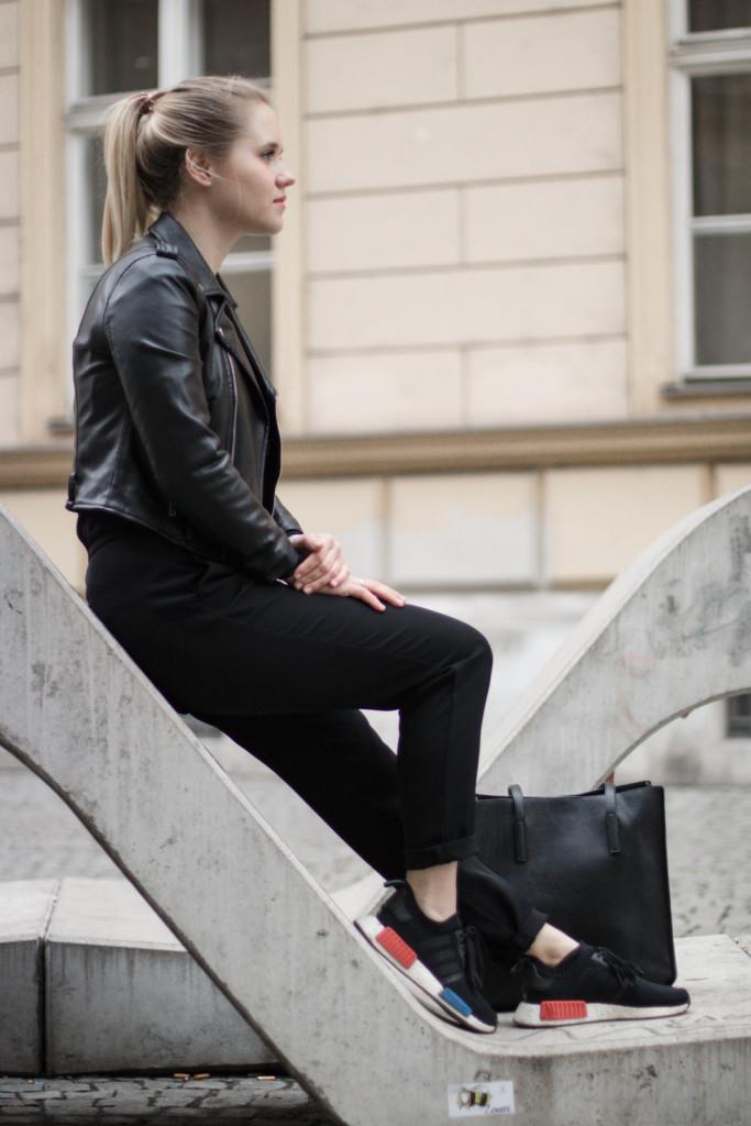 der-perfekte-jumpsuit-schwarz-hm-fashionblog-foodblog-wien-sophiehearts (14 von 17)