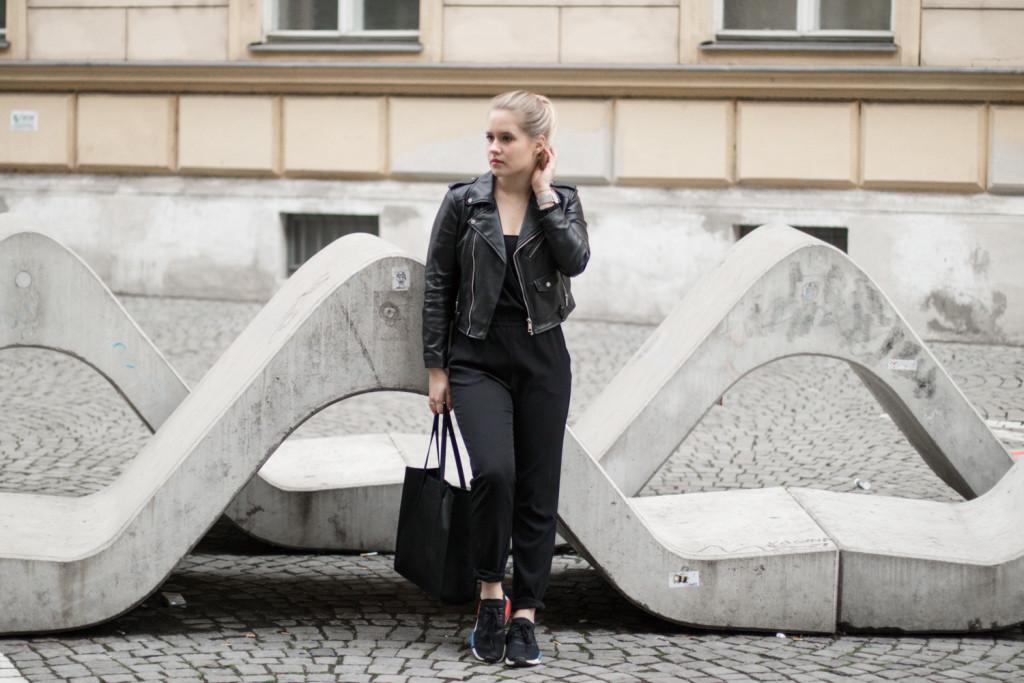 der-perfekte-jumpsuit-schwarz-hm-fashionblog-foodblog-wien-sophiehearts (4 von 17)