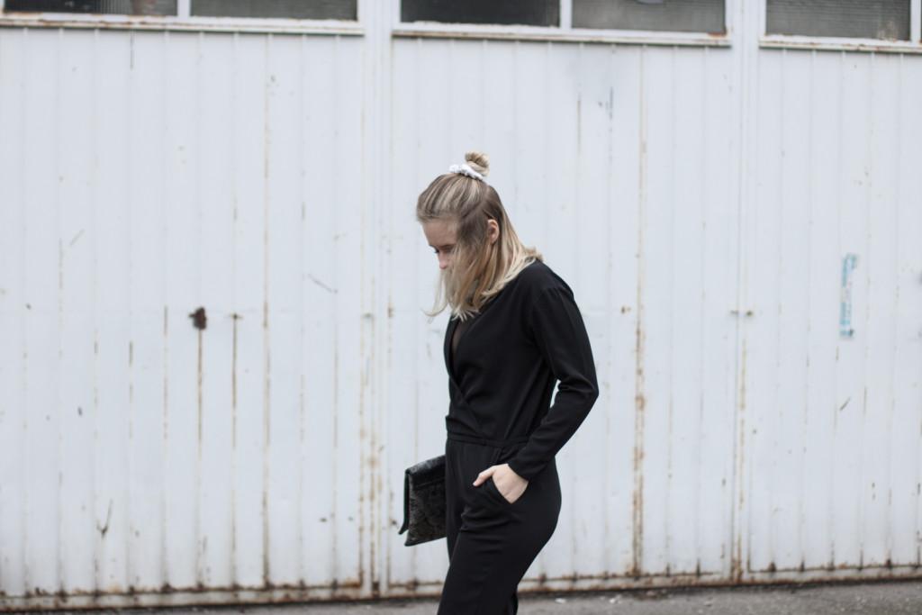 perfekte-jumpsuit-schwarz-hm-fashionblog-foodblog-wien-sophiehearts (3 von 9)
