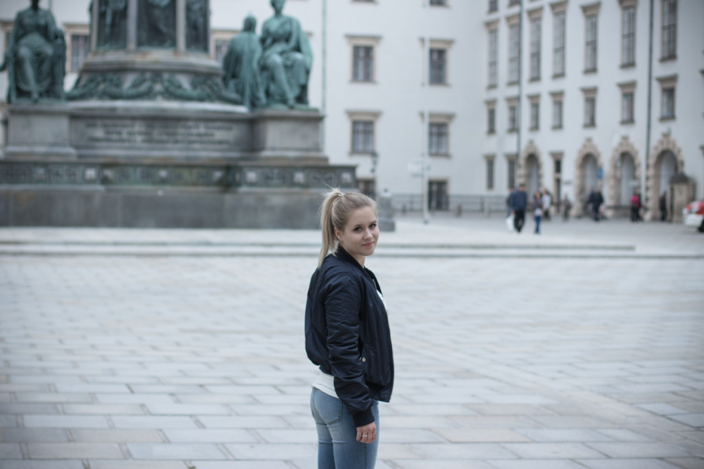Musthave-Bomberjacke-Outfit-Outfitpost-Fashion-Fashionpost-Fashionblog-Foodblog-Wien-Vienna-Sophiehearts1