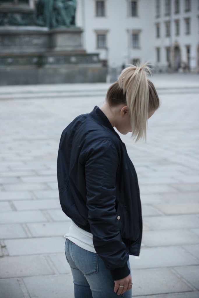 Musthave-Bomberjacke-Outfit-Outfitpost-Fashion-Fashionpost-Fashionblog-Foodblog-Wien-Vienna-Sophiehearts2