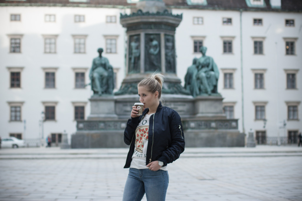 Musthave-Bomberjacke-Outfit-Outfitpost-Fashion-Fashionpost-Fashionblog-Foodblog-Wien-Vienna-Sophiehearts3