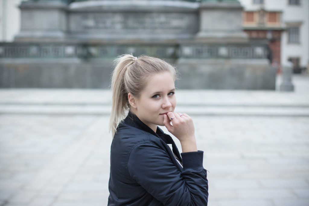Musthave-Bomberjacke-Outfit-Outfitpost-Fashion-Fashionpost-Fashionblog-Foodblog-Wien-Vienna-Sophiehearts9