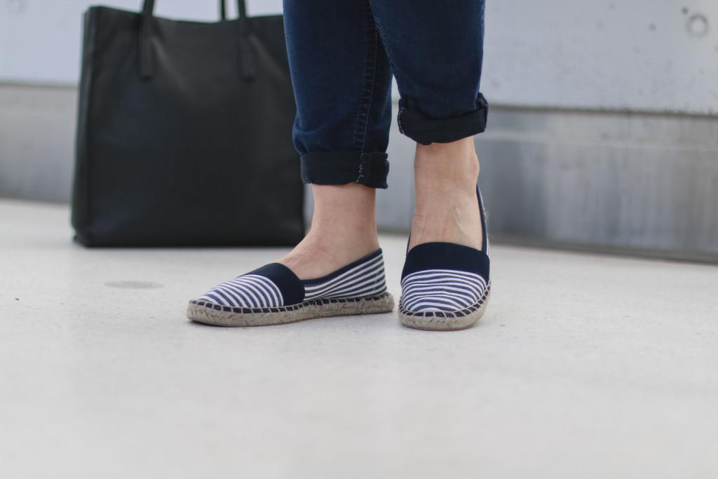 outfit ootd weisse bluse schwarze hose espandrillos sophiehearts fashionblog foodblog wien vienna (12 von 14)