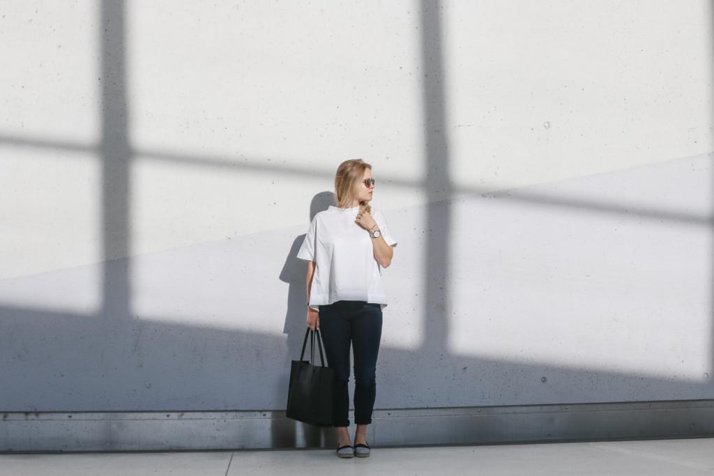 outfit ootd weisse bluse schwarze hose espandrillos sophiehearts fashionblog foodblog wien vienna (2 von 14)
