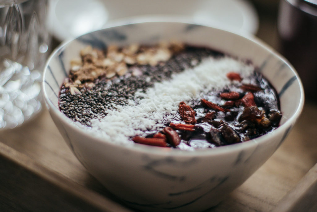 toppings-acai-bowl-breakfast-fruehstueck-foodblog-sophiehearts-wien-vienna-3-von-10