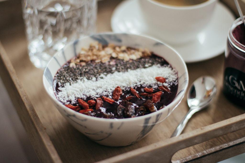 toppings-acai-bowl-breakfast-fruehstueck-foodblog-sophiehearts-wien-vienna-6-von-10