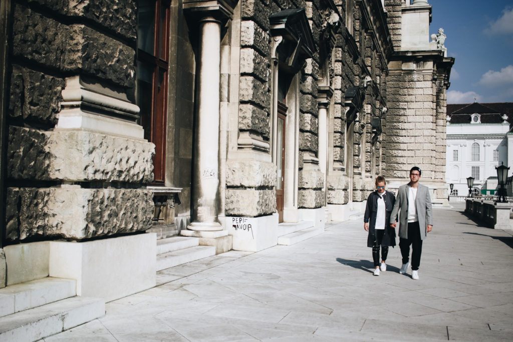 couple-post-sophiehearts-meanwhileinawesometow-fashionblog-wien-vienna-2-von-8